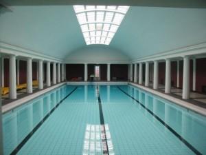Svømmehallen, der kan besøges lørdag aften